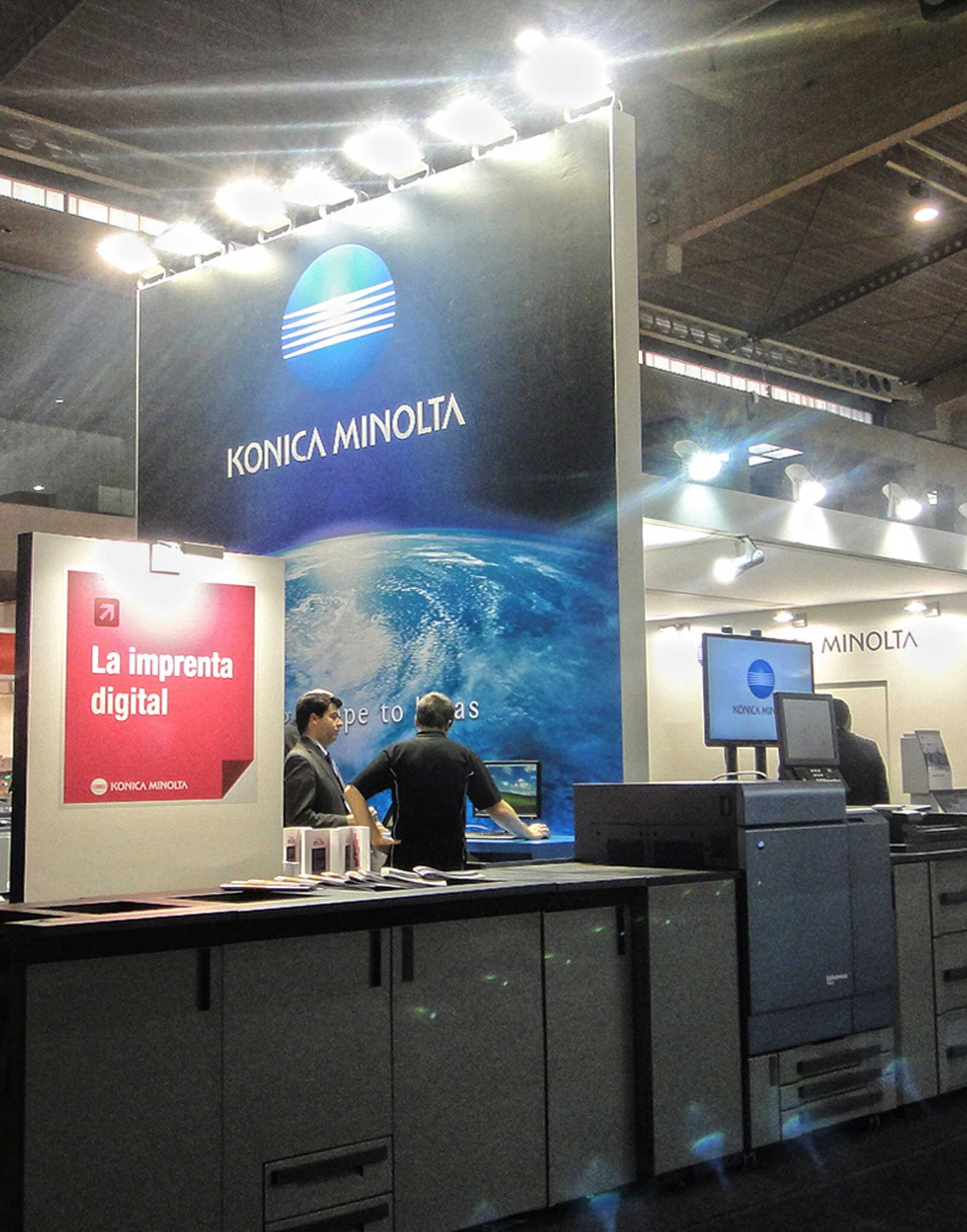Diseño stand Konica Minolta